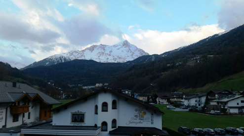Sölden, Austria - Weather to ski - Today in the Alps, 16 April 2016