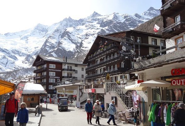 Saas-Fee, Switzerland - 5 reasons to consider Saas-Fee for your next family ski holiday - Photo: weathertoski.co.uk