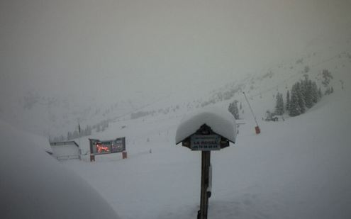 Still snowing early this morning in La Plagne – 6 February 2017 – Photo: winter.champagny.com
