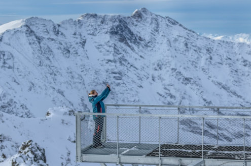 Sky bridge viewing platform, Aiguille Rouge, Les Arcs - Weather to ski - Is this the best piste in the Alps?