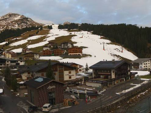 Snow cover has been decimated by the Foehn in Lech, Austria, 26 November 2019 – Weather to ski – Today in the Alps, 26 November 2019